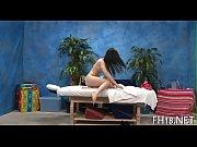 Femme nue au lit salope avec un vieux