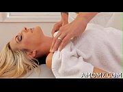 Mustaa kullia venäläinen nainen sängyssä