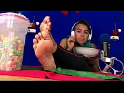 stunning bbw eating fruitloops showing off big meaty soles - Zamodels.com