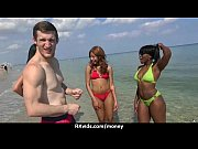 голые девушки сосут клитор