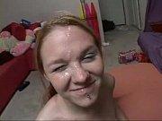 Alizee pute il baise sa mere sous la douche