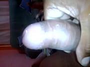 Grosse salope qui se masturbe cul cambré