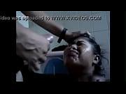 morena recibe leche en la cara