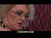 порно мать трахает молодого сына онлайн