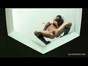 девочка мастурбирует пальчиком домашнее видео