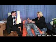 мужик занимается сексом с резиновой куклой видео