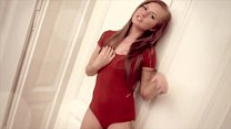 Red-head Della masturbates 2 fingers in her wet...