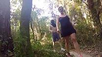 Cặp đôi sinh viên chịch nhau trong rừng trong b...