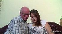 Opa Rudolf darf 18yr alten Teeny nach der Schul...