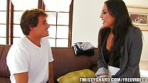 Incredibly HOT Cali chick strips down fuck a ro...