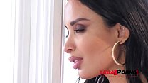 Long-haired beauty Anissa Kate swallows young m...