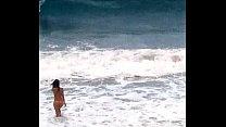 espiando en playa nudista