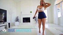 Hot blonde babe (Chelsea Vegas) bouncing her bu...