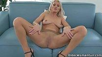 Euro milf Kathy loves the feeling of nylon on h...
