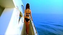stafaband.info - kareena kapoor in swimsuit [720p-HD]- kambakkht ishq Thumbnail