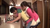 tutor grote tieten is hongerige jonge lul als familie aan het avondeten is Thumbnail