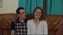 Geile Milf Hausfrau wird von ihrem Mann vor der... Thumbnail