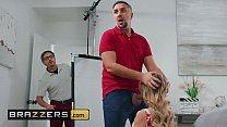 Big tit (Linzee Ryder) gets her shaved cunt dri...