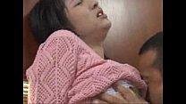 หนังโป๊ญี่ปุ่นจับเต้าใหญ่นางก็ครางน้ำแตกแม่บ้านสาวโดนผัวแก่เล่นหัวนมจนเสียว