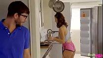 วัยรุ่นฝรั่งผิวขาวเนียนสวยโดนแฟนหนุ่มของเธอจับซอยหีร้องครางลั่นอ้าปากข้างเลยเลียหี