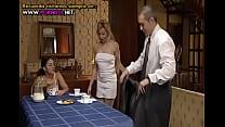 En Familia Un Hogar Muy Caliente [Spanish] arc