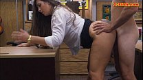 Big butt amateur babe gets her twat fucked in t...