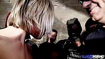 Bukkake, elle se pend 11 éjaculations [Full Video]