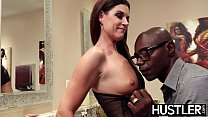Fabulous India Summers squirts after chomping d...