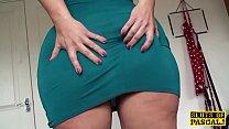 Fingered mature british spreads her legs