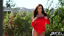 Kendra Lust takes her big ass outside for fuck