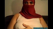 Middle Eastern Cam girl shows tits and pussy on...