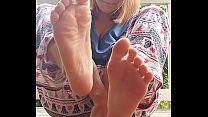 Toe sucking outside