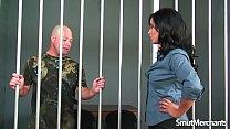 นักโทษหนุ่มควยโตจับดุ้นยักษ์รูดเล่นจนเสียว เต้าก็แน่นสาวเห็นแล้วเงี่ยนอมจแตก