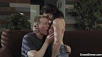 Teen dauther Petra Blair wants her stepdads att...