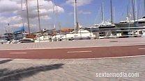 Duennes Sexy Teenie auf Mallorca pinkelt auf der Finca