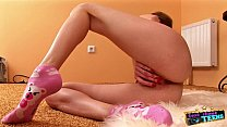 Amateur teen fingers herself on set for her tes...