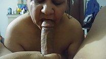Latina esposa chupa bicho