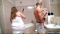 He nails her fat pussy in the bathroom