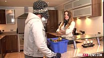 British MILF gets banged by a delivery boy - Po...