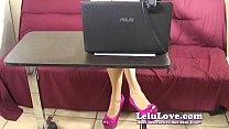 Secretary teases and taunts you with her bare f...