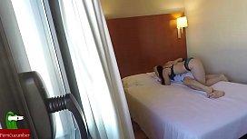 camara oculta grabando la comida de co que le hace a su amiga en el hotel GUI