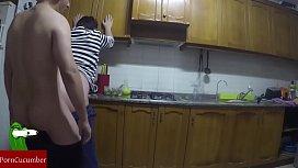 Pillada cocinando banana frita una comida de lo m&aacutes caseraGUI
