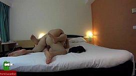 un baile muy sensual en la cama que se convierte en una gran comida de polla GUI