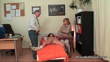 xxarxx Granny and babe are sucking cock