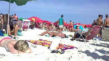 xxarxx LOIRA LINDA NA PRAIA BRAZILIAN GIRL IN THE BEACH