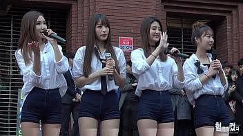 公众号【是小喵啦】韩国女团街头四位美女超长腿短裤性感诱惑热舞
