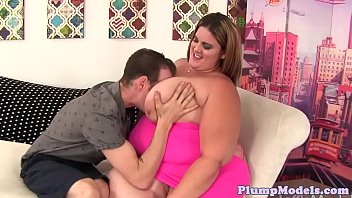 Plumper chick spreads her legs for hard cock