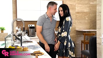 GIRLSRIMMING - Hot babe Alyssa Bounty has quick rimjob with repairman