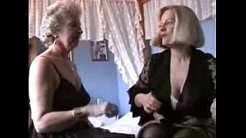 xxarxx Two Grannies play in Lingerie and Stockings