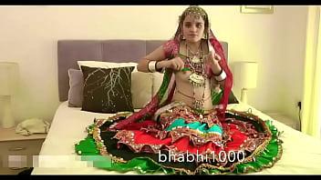 Gujarati indian college babe jasmine mathur garba dance and showing bobbs